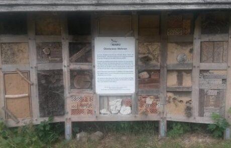 Insektenhotel auf der Obstwiese Wehnen